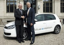 volkswagen-battery-powered-golf-blue-e-motion
