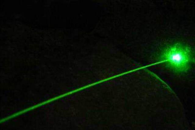 живой лазер