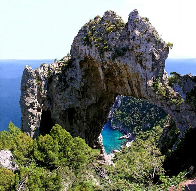 Арко натурале (Arco Naturale), Италия
