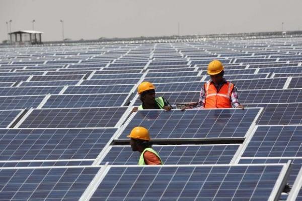 Индия к 2019 году электрифицирует каждый дом, в основном, при помощи солнечной энергии