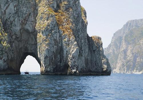 9 удивительных морских пещер мира