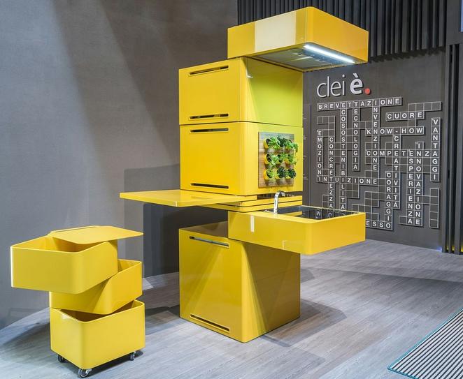 Clie - вертикальная кухня, все в одной колоне