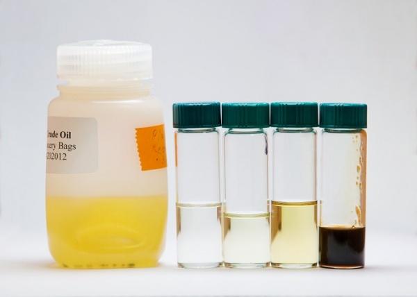 Нефтепродукты из пластиковых пакетов.
