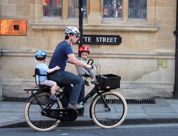 И на велосипеде мужчина остаётся мужчиной