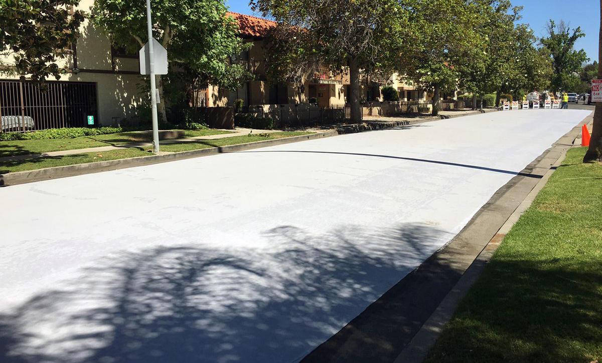Почему Лос-Анджелес красит свои улицы в белый цвет?