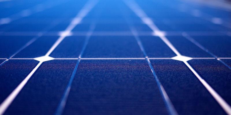 Новые гибридные солнечные батареи генерируют в 5 раз больше энергии, используя солнечный свет и тепло