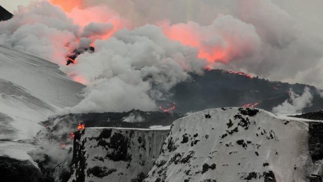 Исландия раскапывает вулкан в качестве источника возобновляемой энергии