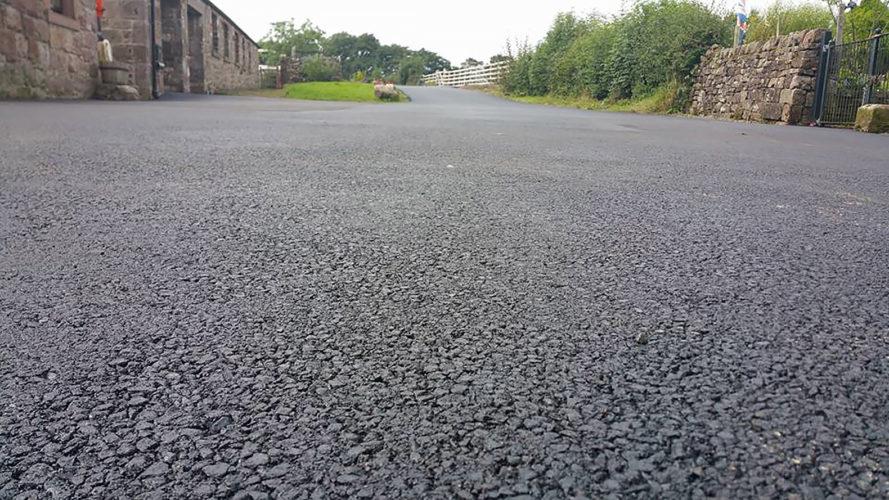Великобритания тестирует дорожное полотно из переработанного пластика