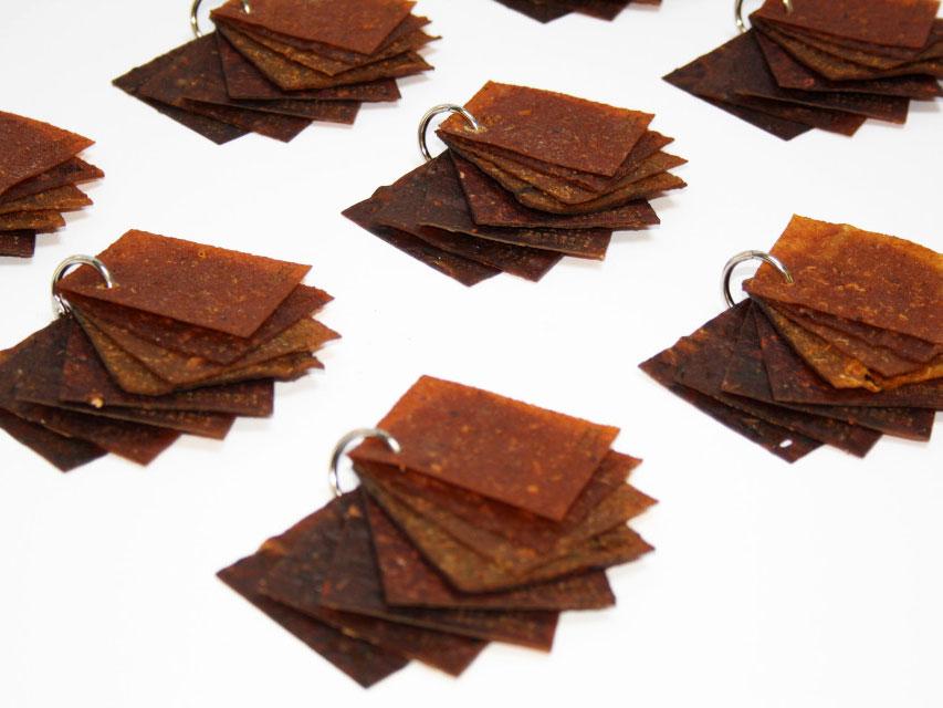 Студенты из Роттердама перерабатывают пищевые отходы в кожаные изделия