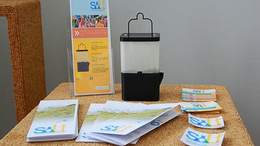 Солевая лампа работает 8 часов на 1 стакане соленой воды