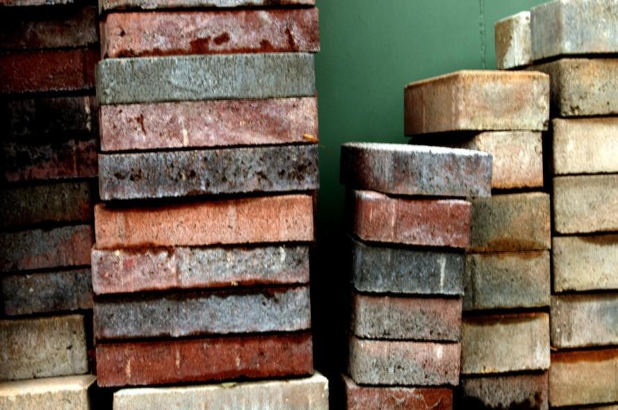 Умные кирпичи перерабатывают отходы и производят электричество. Facepla.net последние новости экологии