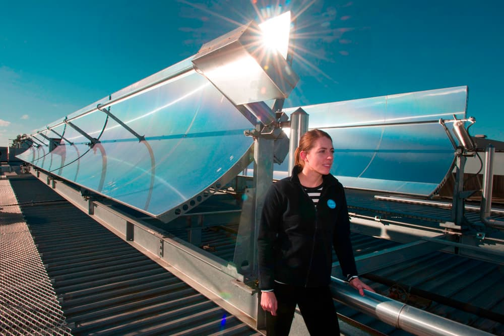 Кондиционер на солнечной энергии охлаждает торговый центр