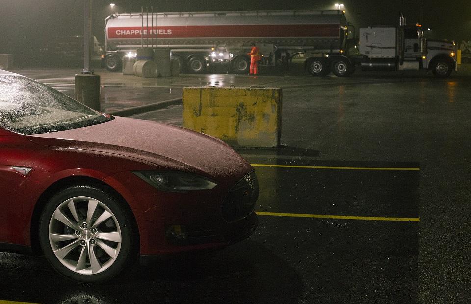 Tesla представила новый вариант машины Model 3