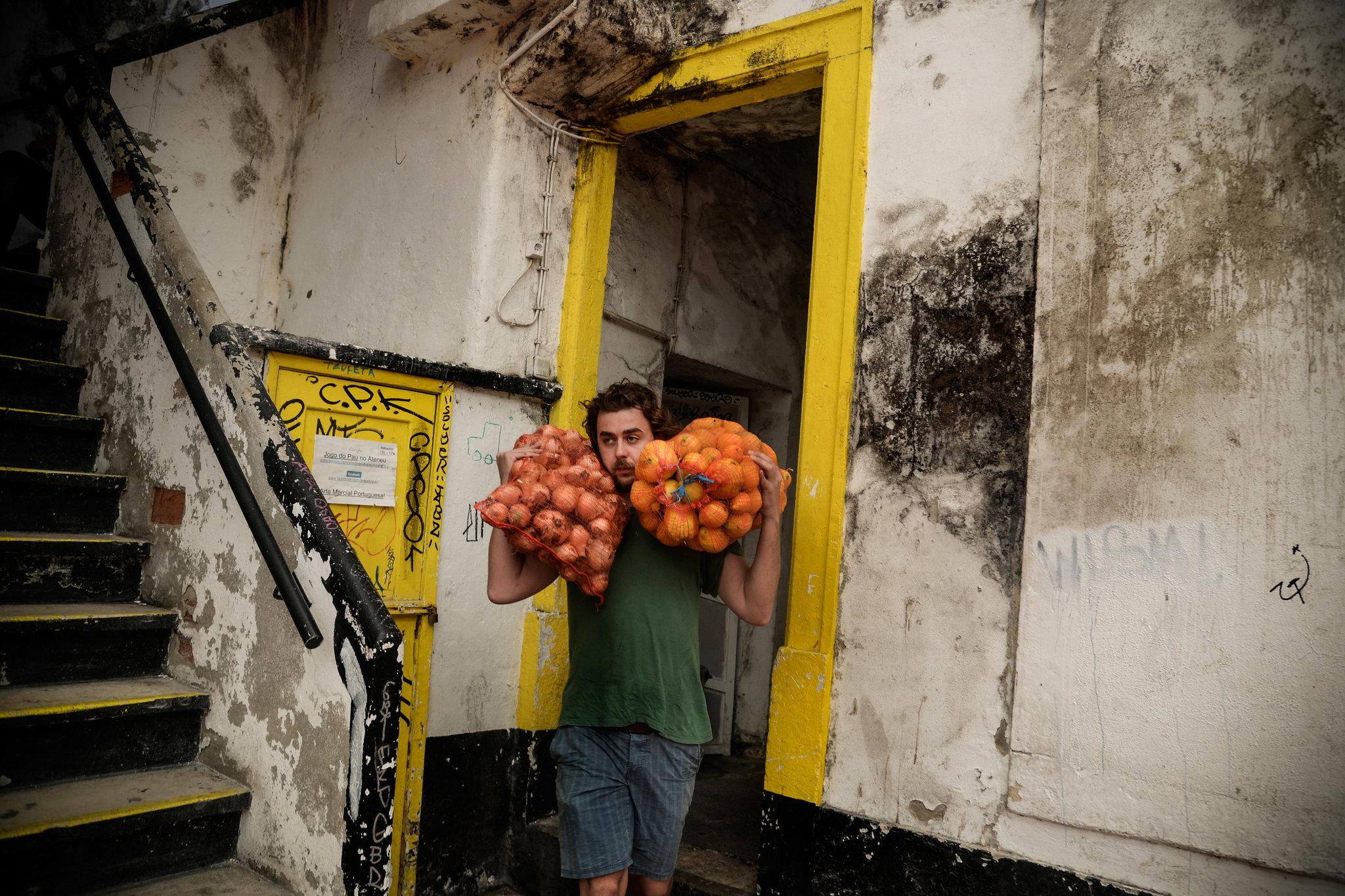 Фрукты и овощи, отбракованные Европой, спасает от свалки молодая компания