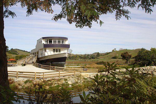Waitanic ship motel