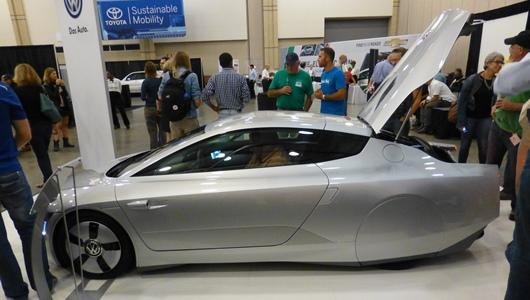 Компания Volkswagen показала новый гибрид споразительным расходом 0,9 литра на100 километров