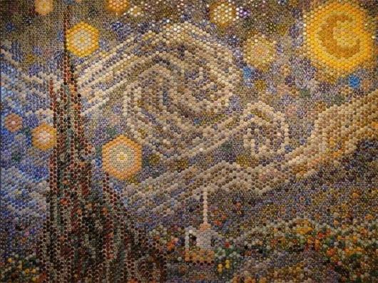 «Звездная ночь» Ван Гога из 8000 крышек от бутылок