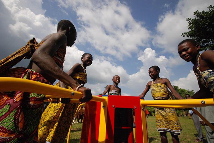 Детские игры дарят свет
